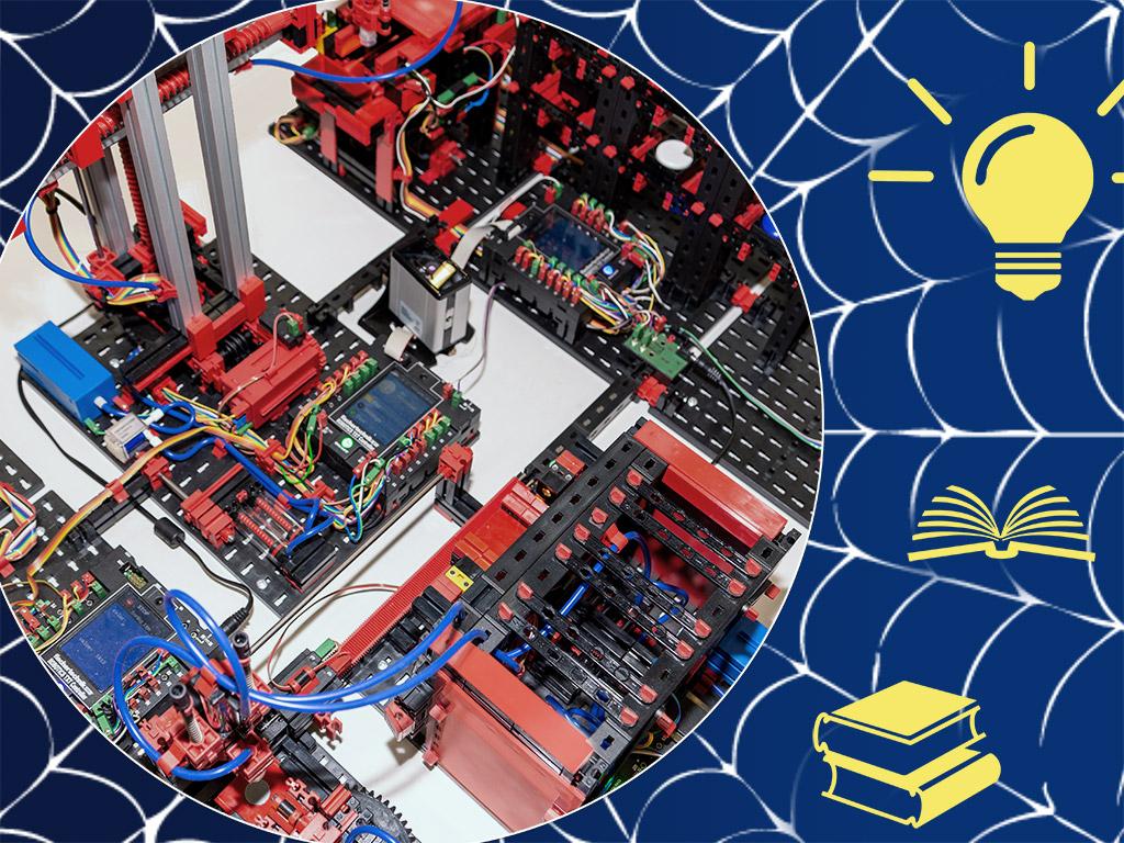 Modell einer Fabrikanlage ist vernetzt mit Ideen undBüchern